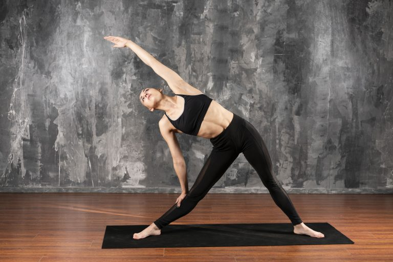 Homeworkout, Sport Zuhause, Frau auf Yogamatte